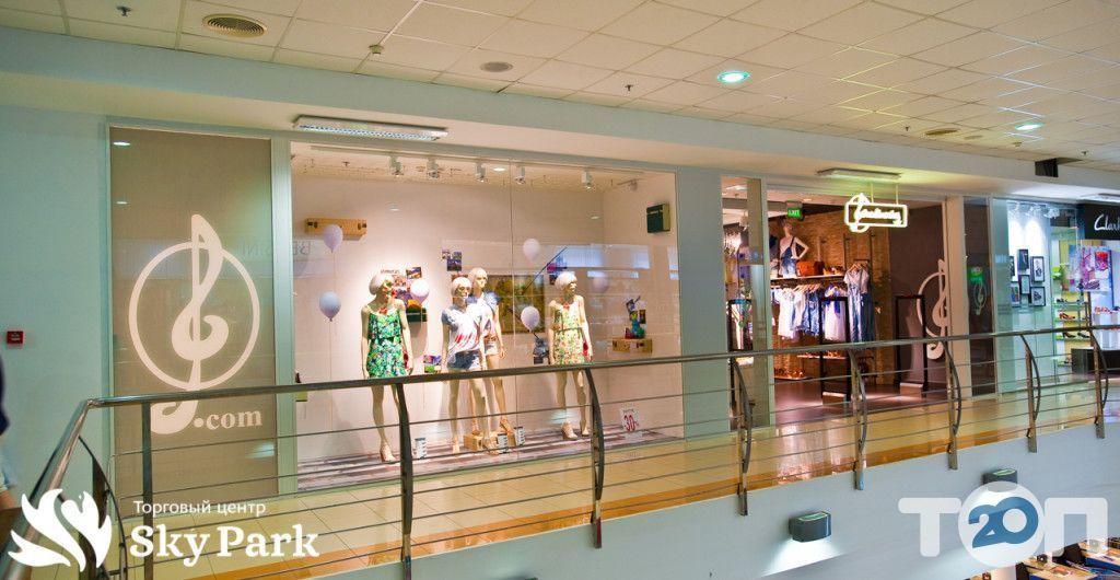 Stradivarius, магазин одягу та взуття - фото 1