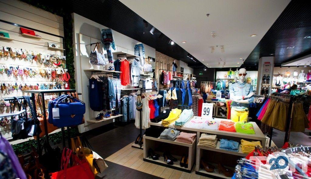 Stradivarius, магазин одягу та взуття - фото 7
