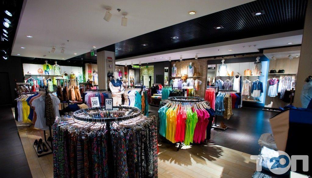 Stradivarius, магазин одягу та взуття - фото 8
