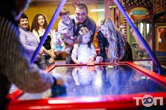 Веселий Вулик, сімейно-розважальний центр - фото 1