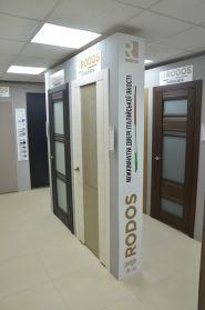 Фірмовий салон дверей RODOS та вікон WDS фото