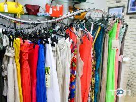 Any Place, магазин одягу та аксесуарів - фото 2