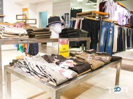 Місто Outlet, магазин одягу - фото 1