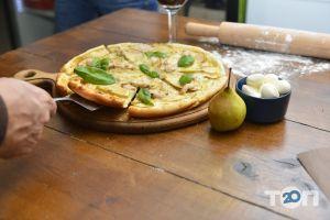 Grill's - Піца Bianca з індичкою на білому соусі