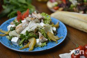 Grill's - Салат з індичкою та грушею