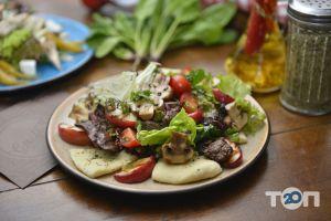 Grill's - Теплий салат з кур. печінкою та яблуками