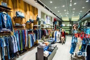 GUESS, магазин одягу - фото 3