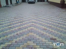 Олег, укладка тротуарної плитки - фото 1