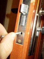 Юрій, установка, заміна, врізка замків в металеві двері - фото 3