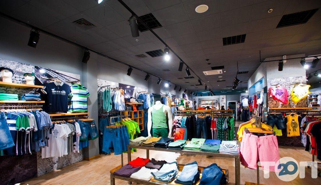 Город, магазин одежды - фото 2