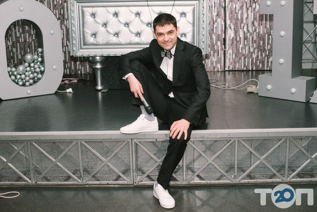 Ведущий Женя Вареников - фото 1