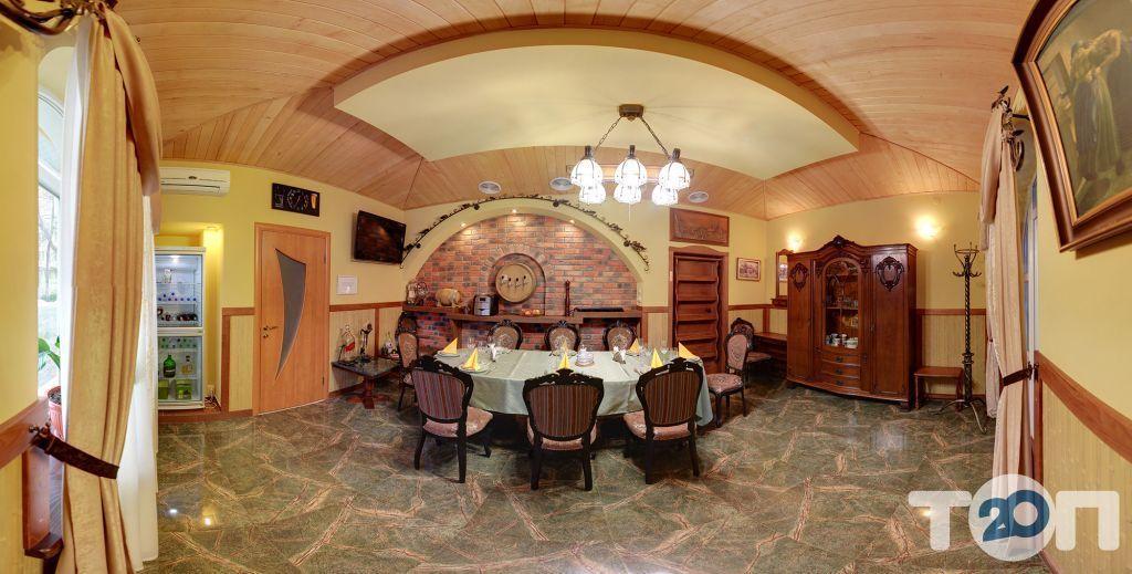 Жовтневий, ресторан - фото 2