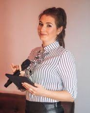 Ведущая Ольга Скороход - фото 1