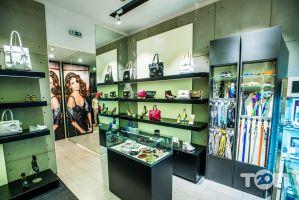 GUESS, магазин одежды - фото 1