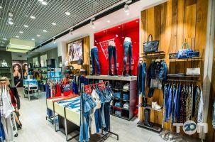 GUESS, магазин одежды - фото 2