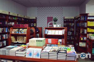 Книгарня Є, сеть книжных магазинов - фото 2